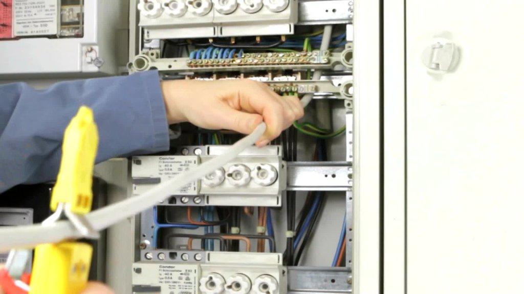 JOKARI: Kabelmesser zum Abmanteln aller gängigen Rundkabel 8 - 28 mm Ø