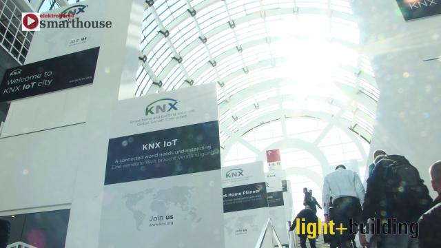 Die Light + Building ist das Branchenevent Nummer eins: 2.714 Aussteller aus 55 Ländern präsentierten ihre Weltneuheiten. Insgesamt kamen über 220.000 Fachbesucher aus 177 Ländern auf das Frankfurter Messegelände und informierten sich über Produktneuheiten, Lösungen und Trends. Ein Kernthema der Messe war wieder die Gebäudeautomation. Was es dazu in Frankfurt zu sehen gab, haben wir mit der Kamera eingefangen.
